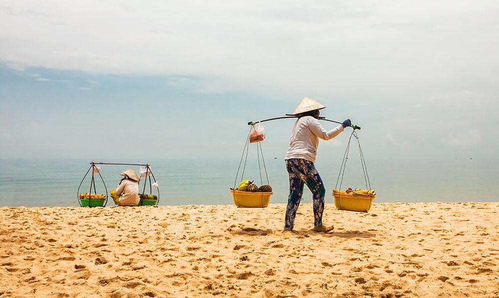 Kvinna på stranden Phu Quoc